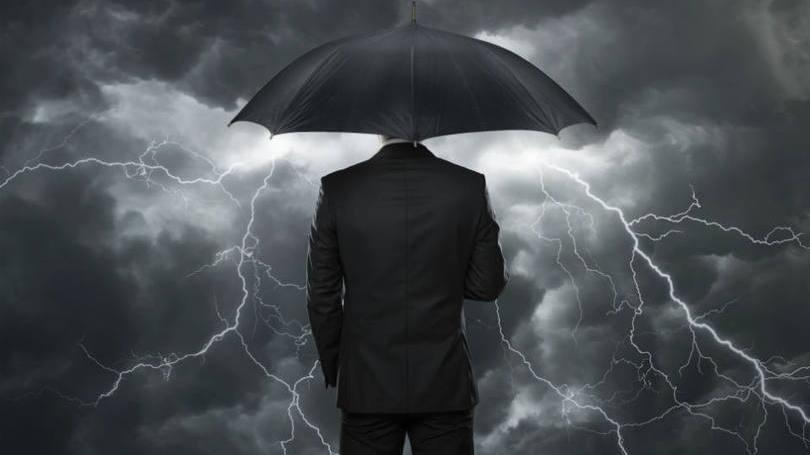 As características relevantes sobre a crise são a separação, decisão e definição